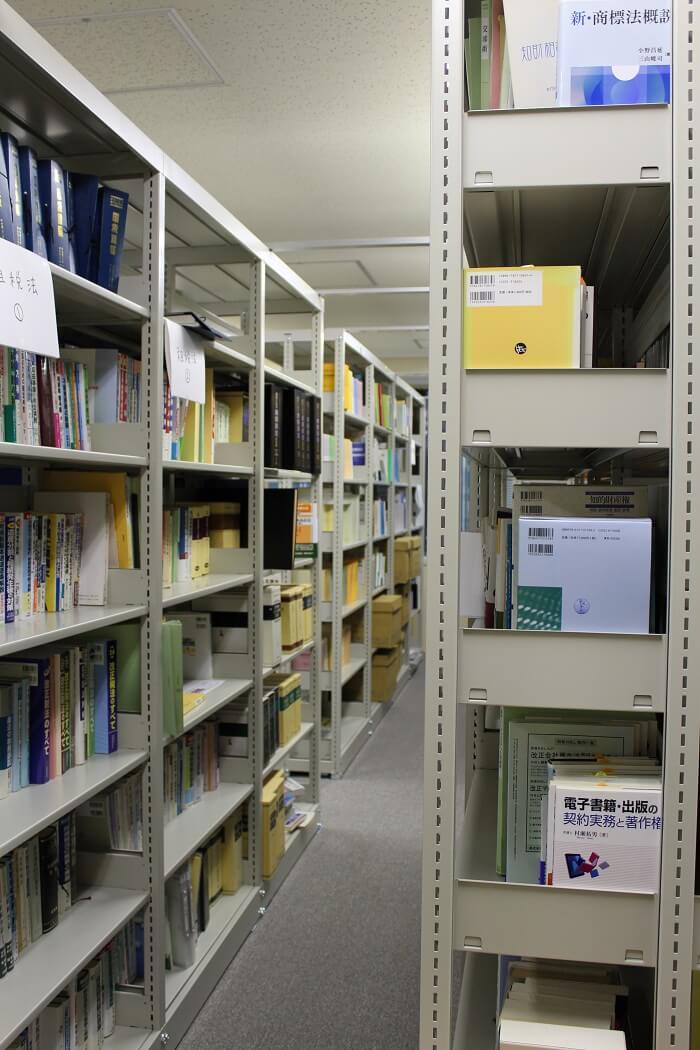 蔵書1万冊以上
